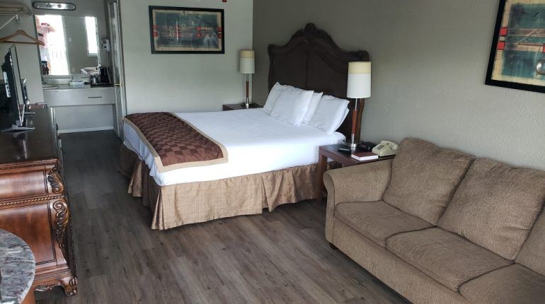 Branson King Resort King Mini Suite 1