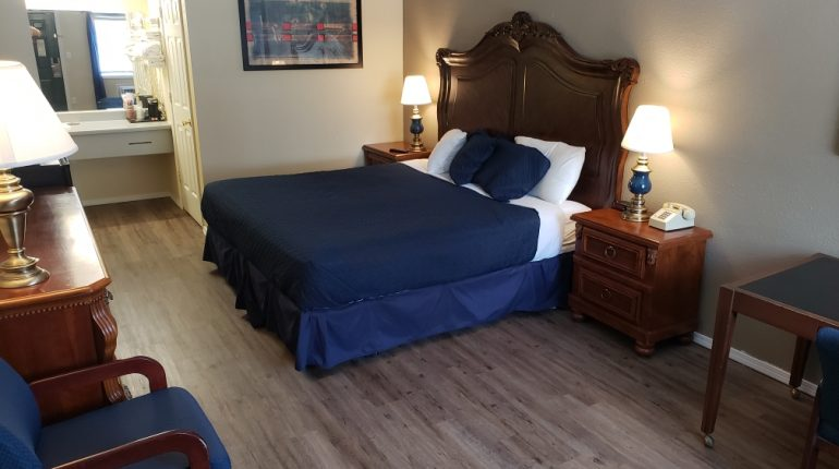 Branson King Resort King Mini Suite 3