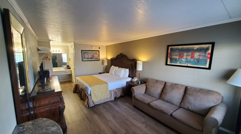 Branson King Resort King Mini Suite 2