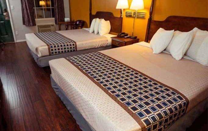 Branson King Resort Standard 2 Queen Beds 5